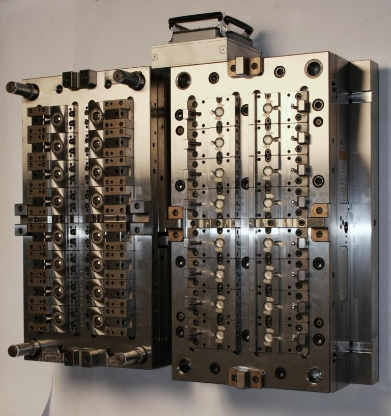 <b>precistion multi-cavity mould</b>